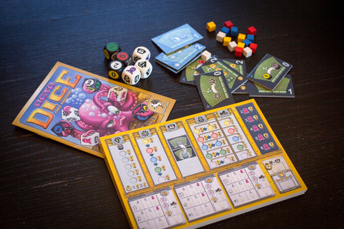 Monopolis Octo Dice Base Tabletop, Board and Card Game